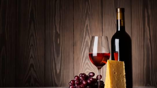 «Μένουμε Σπίτι» και… Πίνουμε Κρασί;  Η Επίδραση του Lockdown στην Κατανάλωση Κρασιού στην Ελλάδα.